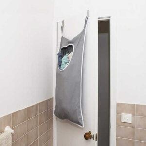 کیسه رخت چرک پشت در